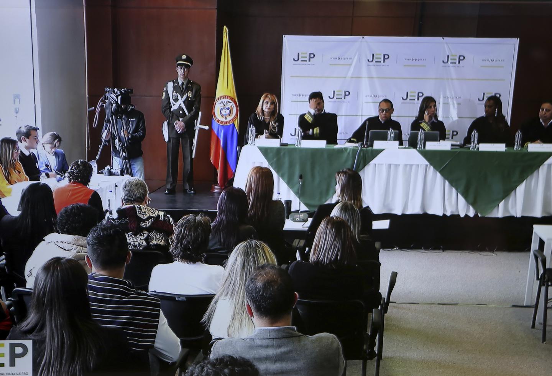 Es difícil ser colombiano, ver como el país está desmoronado, con los peores índices de la historia,...